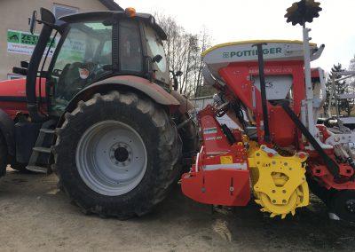 Předání secí kombinace POTTINGER AEROSEM 3002 ADD ( fotka secí kombinace s traktorem SAME)